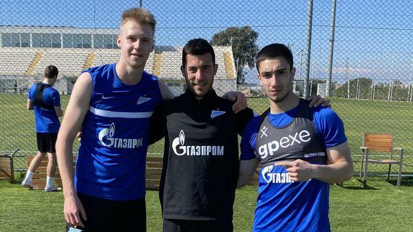 Игроки Зенита-2 Ислам Жилов, Никита Симдянкин и тренер команды Луис Анула.