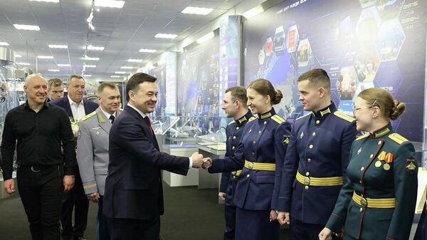 Андрей Воробьев поздравил военнослужащих с Днем защитника Отечества