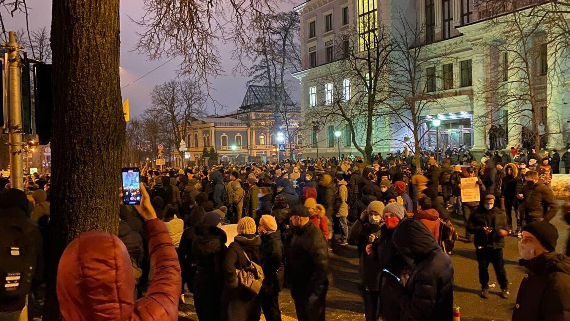 Протестующие радикалы около офиса Зеленского в Киеве - РИА Новости, 1920, 24.02.2021