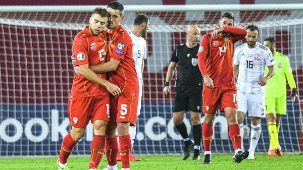 Футболисты сборной Северной Македонии радуются голу