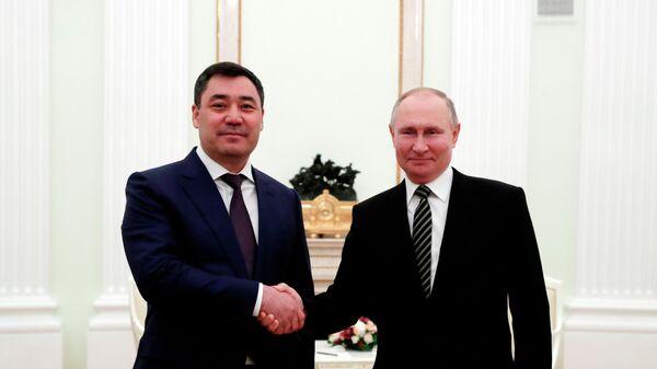 Президент РФ Владимир Путин и президент Киргизской Республики Садыр Жапаров во время встречи в Кремле