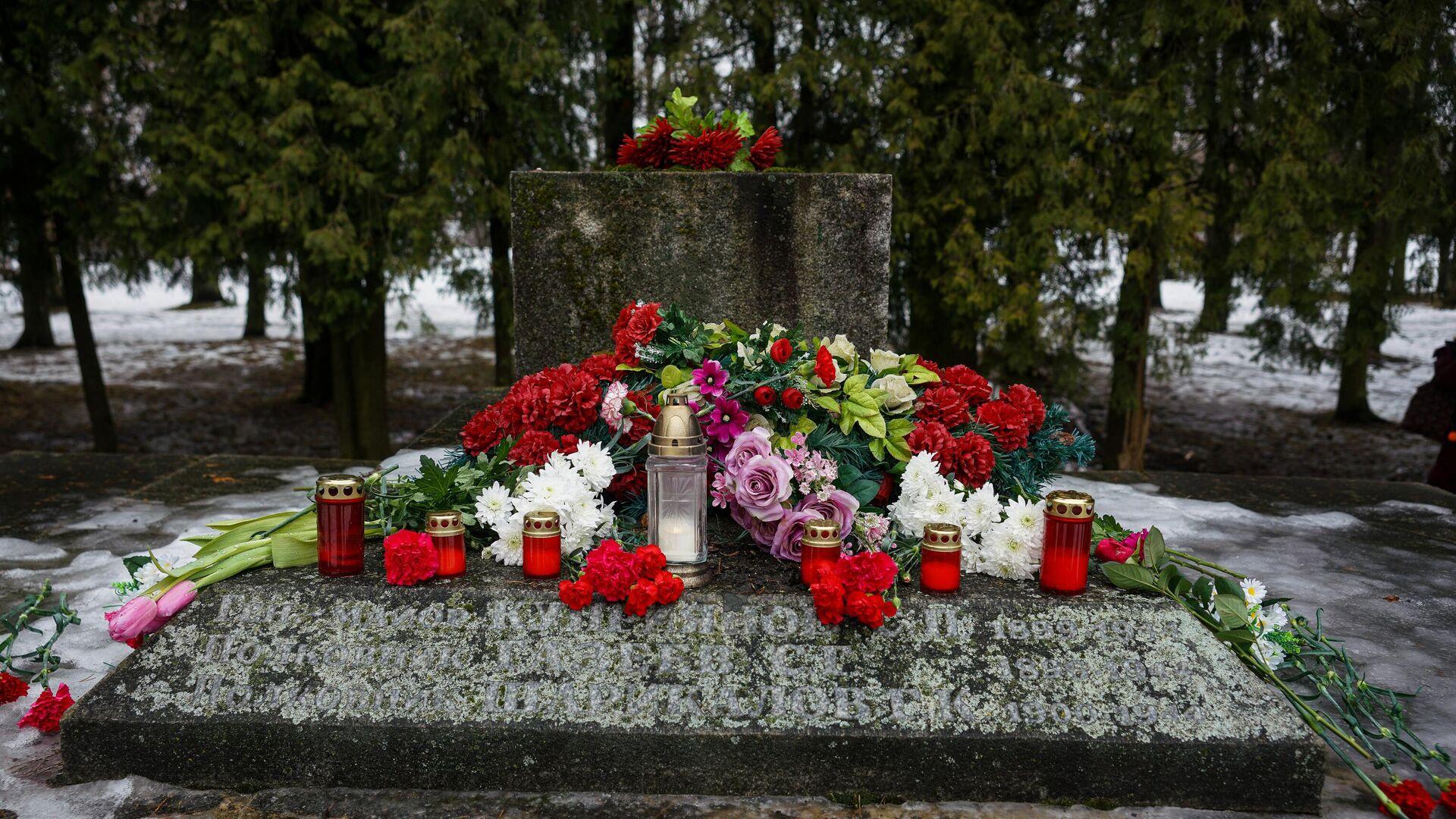 Мемориал освободителям и Героям Советского Союза в Крустпилсском парке в Екабпилсе - РИА Новости, 1920, 26.02.2021