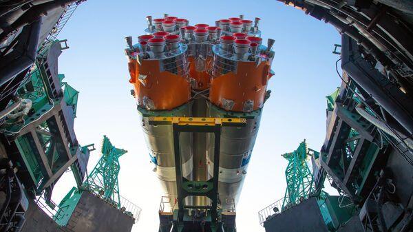 Вывоз на стартовый комплекс ракеты-носителя Союз-2.1б с разгонным блоком Фрегат и первым космическим аппаратом Арктика-М