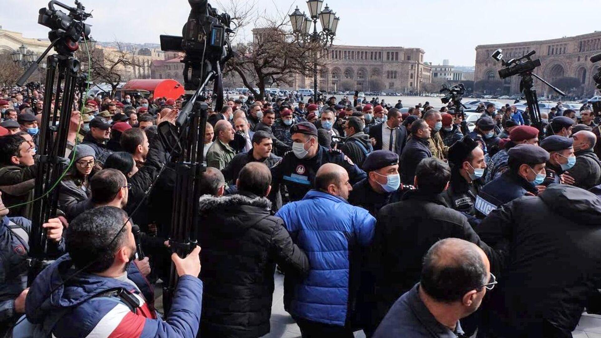 Протестующие возле Дома правительства в Ереване - РИА Новости, 1920, 25.02.2021
