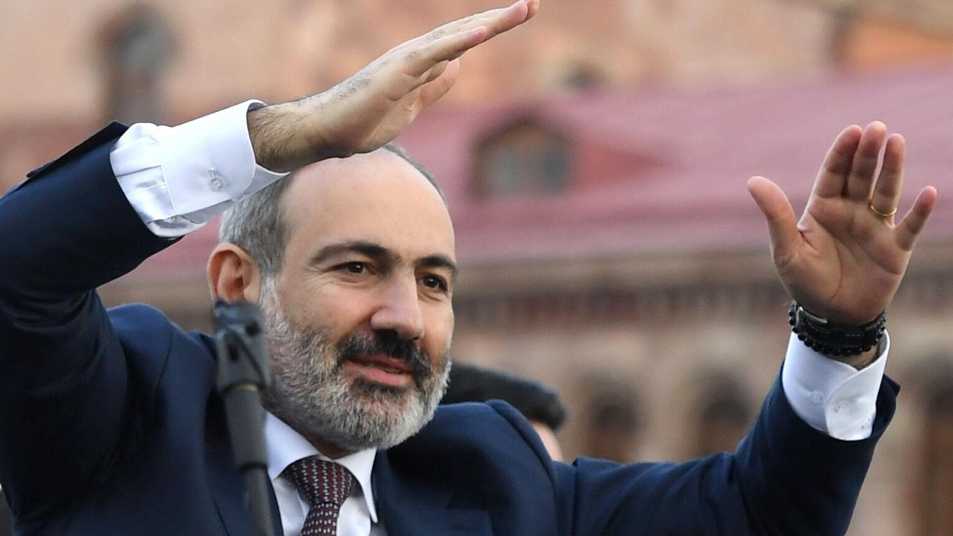 Премьер-министр Никол Пашинян выступает перед своими сторонниками в Ереване - РИА Новости, 1920, 27.02.2021