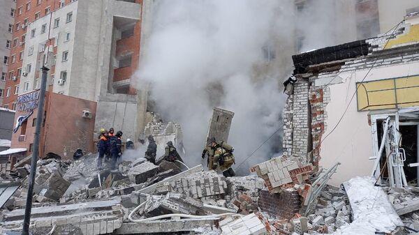 Разбор завалов на месте взрыва в жилом доме на Мещерском бульваре в Нижнем Новгороде