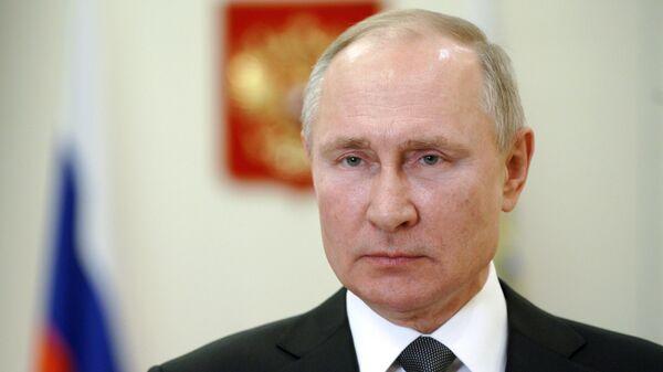 Президент РФ Владимир Путин выступает с поздравлением военнослужащим и ветеранам с Днем сил специальных операций