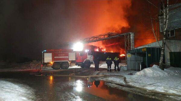 Пожар на складе готовой продукции на территории Внуковского завода огнеупорных изделий