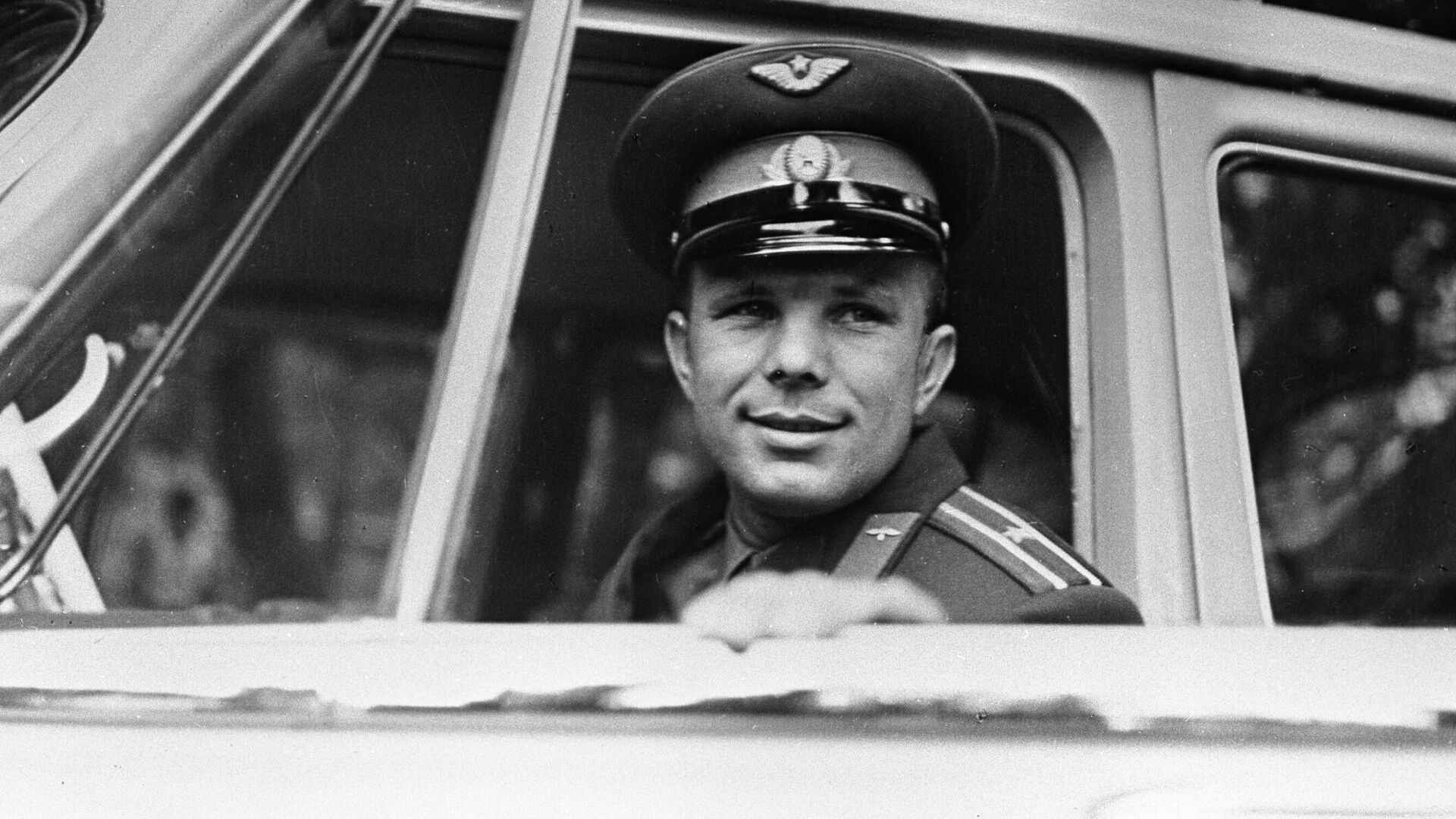 "На площадке Байконура установили ракету ""Союз"" с портретом Гагарина"