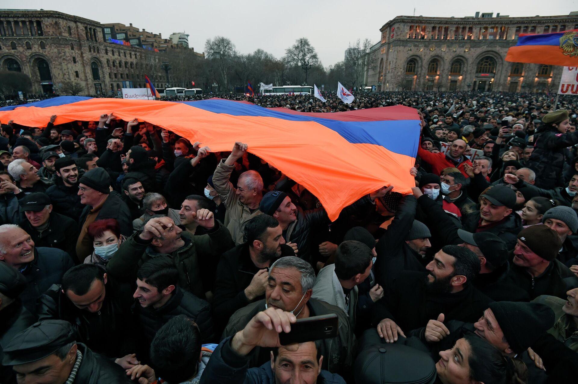 Акция сторонников премьер-министра Армении Никола Пашиняна в Ереване - РИА Новости, 1920, 02.03.2021