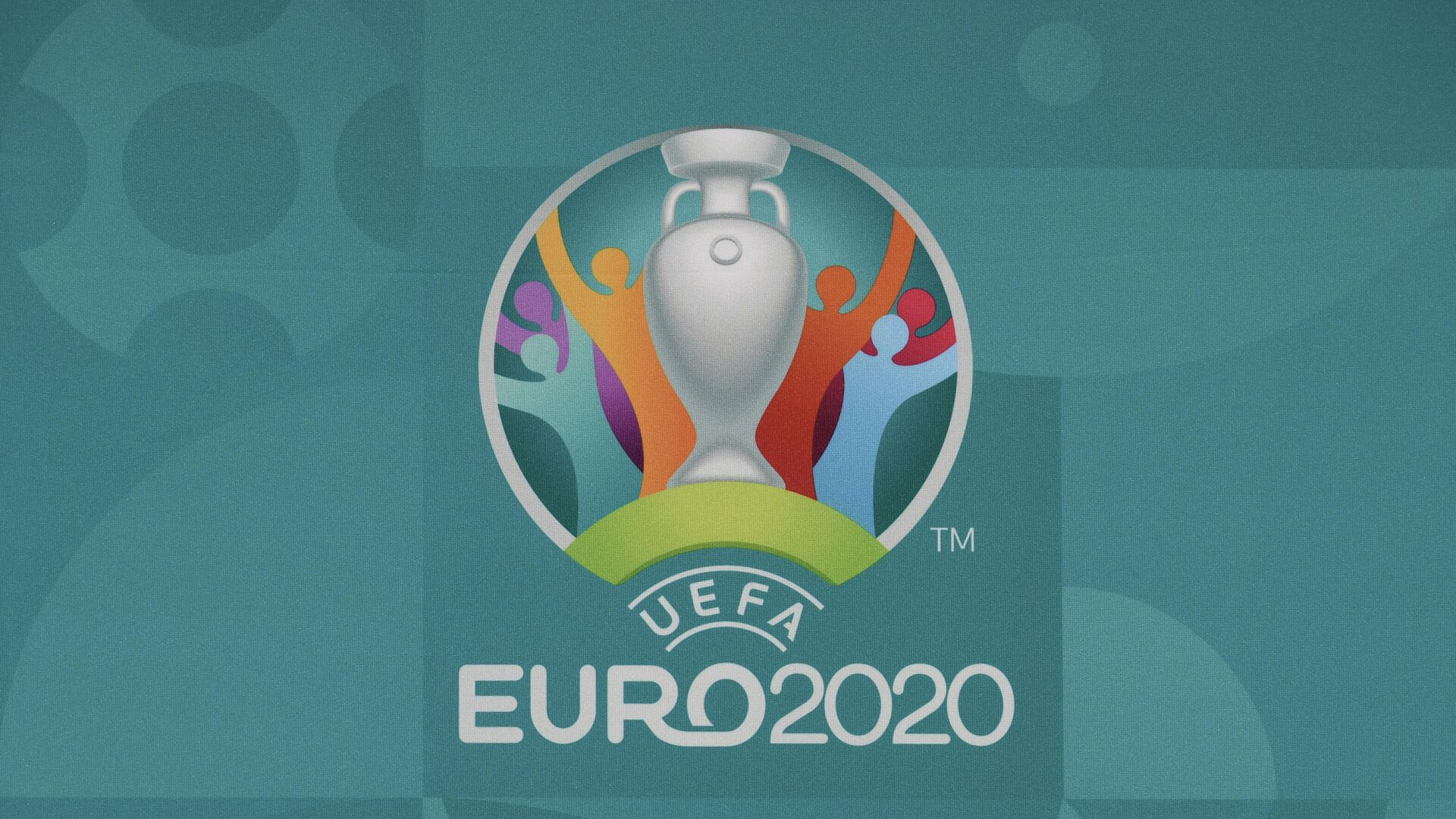 This picture taken on November 30, 2019, in Bucharest, Romania, shows the logo of the European Football Championship 2020 ahead of the UEFA Euro 2020 Final Draw Ceremony. - Bucharest will host the UEFA Euro 2020 draw on November 30, 2019 and host matches in the summer tournament but doubts have arisen on the progress of the construction work. (Photo by Fabrice COFFRINI / AFP) - РИА Новости, 1920, 02.03.2021