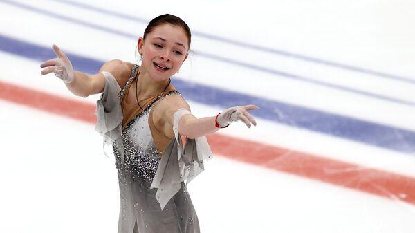 Софья Самоделкина выступает в произвольной программе в финале Кубка России по фигурному катанию в Москве.