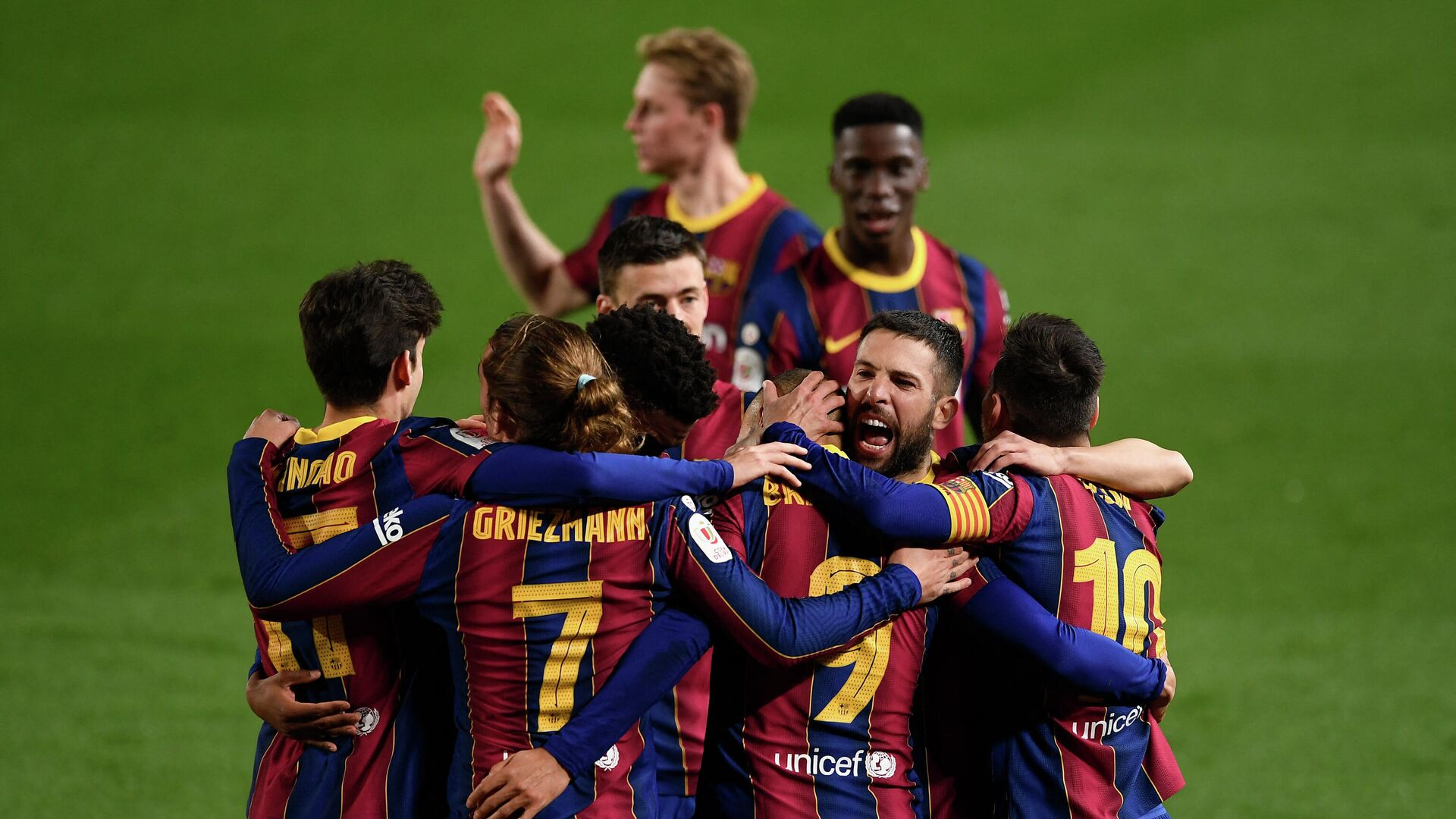 Barcelona players celebrate their third goal scored by Barcelona's Danish forward Martin Braithwaite during Spanish Copa del Rey (King's Cup) semi-final second leg football match between FC Barcelona and Sevilla FC at the Camp Nou stadium in Barcelona on March 3, 2021. (Photo by Josep LAGO / AFP) - РИА Новости, 1920, 04.03.2021