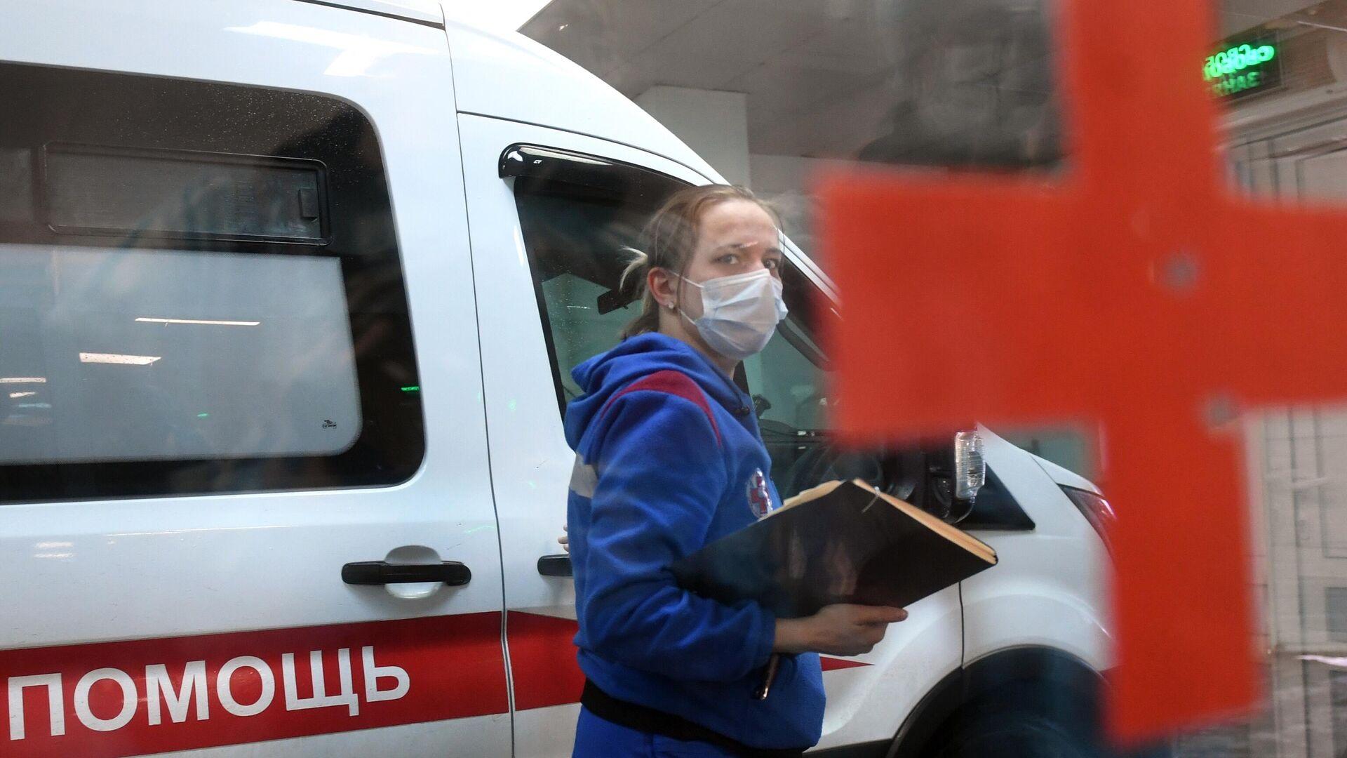 Машина скорой помощи у приемного отделения городской клинической больницы №15 имени О.М. Филатова - РИА Новости, 1920, 19.04.2021