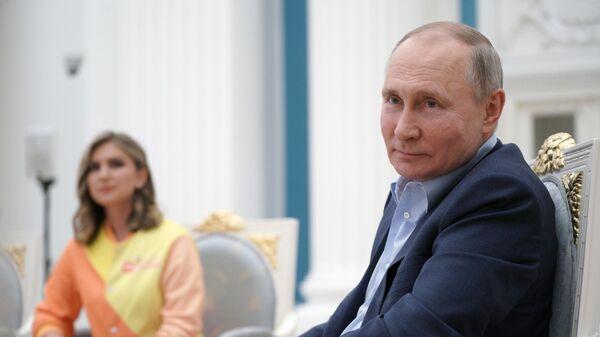 Президент РФ Владимир Путин проводит встречу с участниками общероссийской акции взаимопомощи Мы вместе