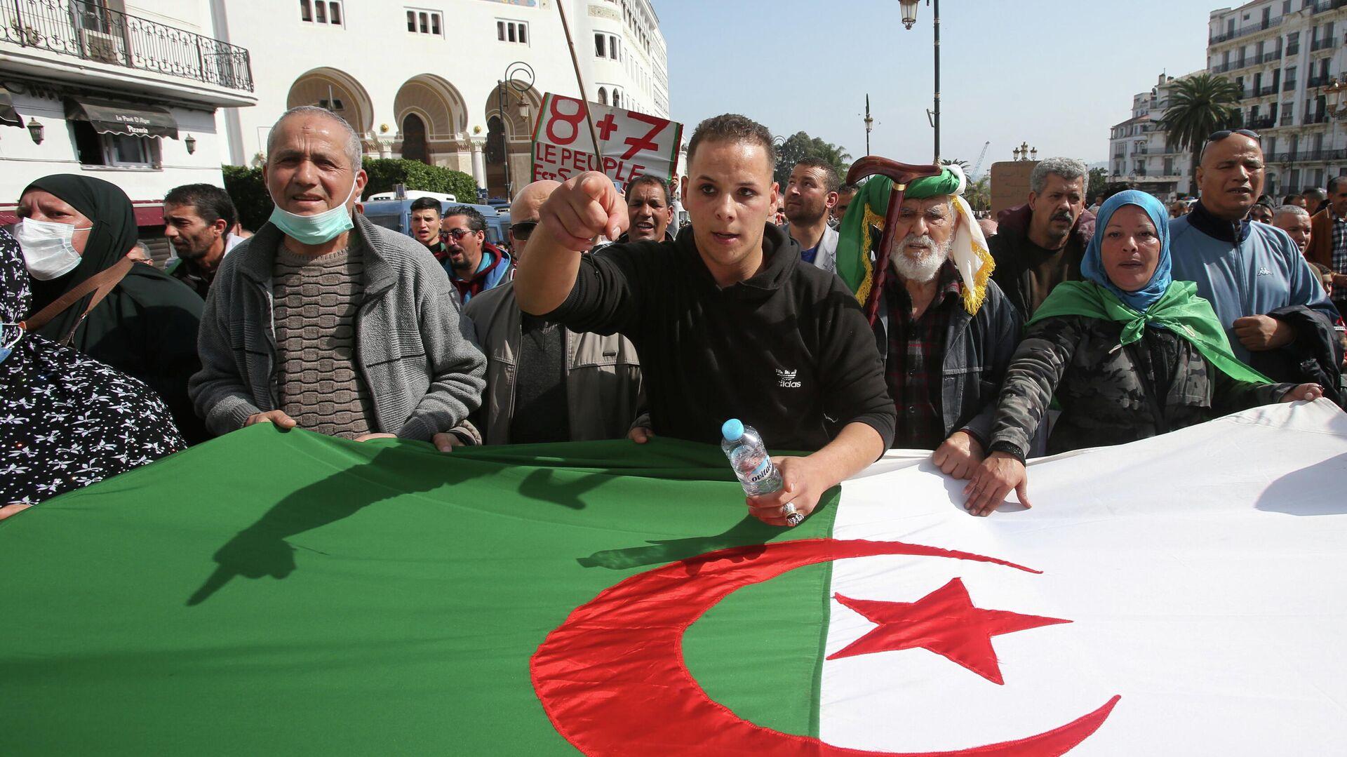 Участники марша протеста в Алжире, 5 марта 2021 - РИА Новости, 1920, 05.03.2021