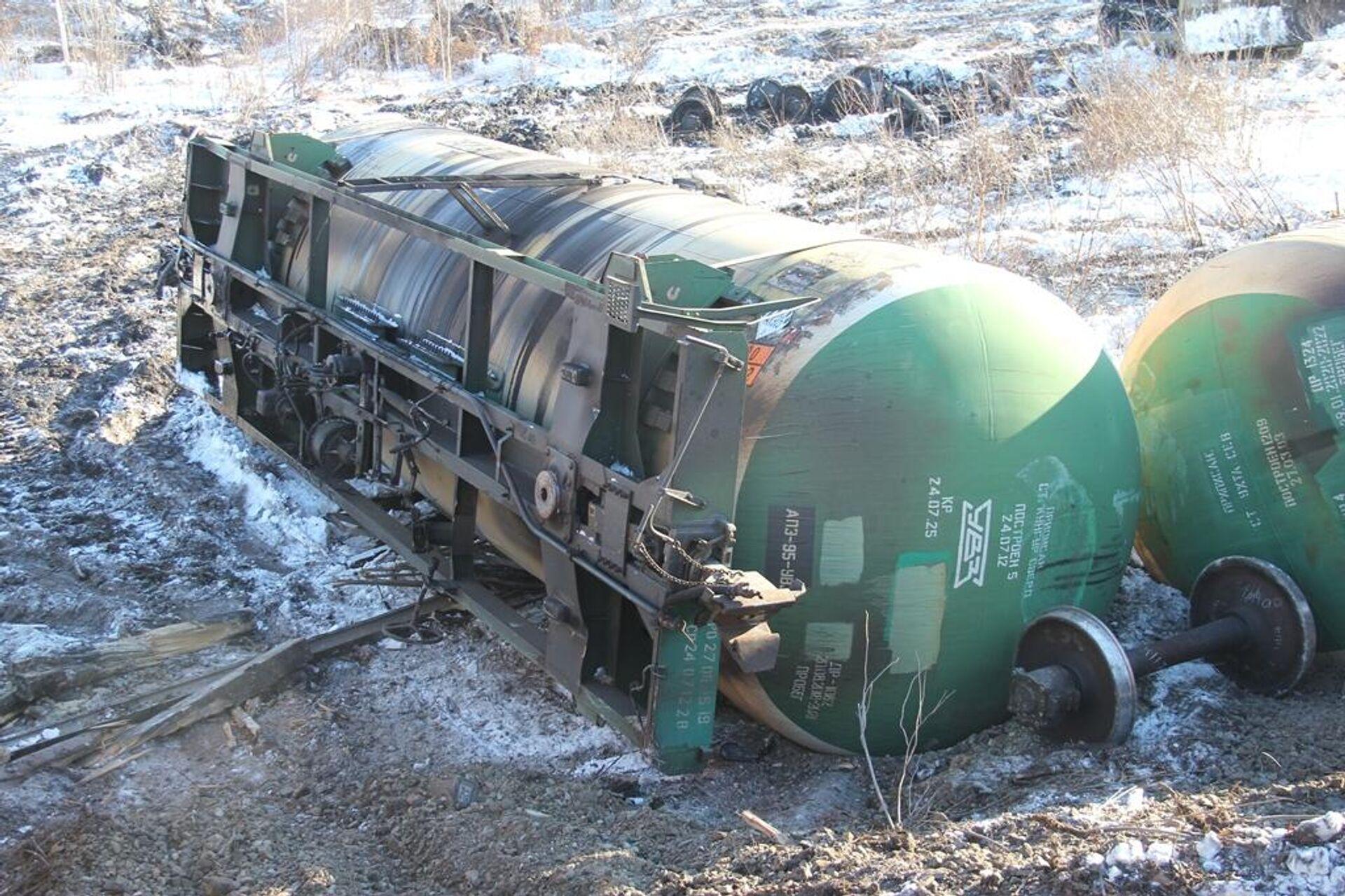 Сход 18 цистерн с нефтепродуктами на Дальневосточной железной дороге  в Хабаровском крае - РИА Новости, 1920, 06.03.2021