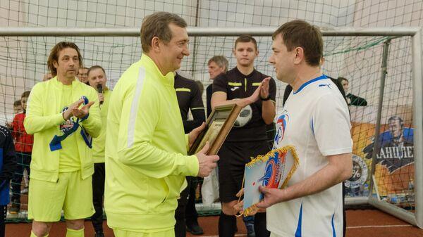 Звезды отечественного футбола во главе с Александром Мостовым провели мастер-класс для юных воронежских спортсменов