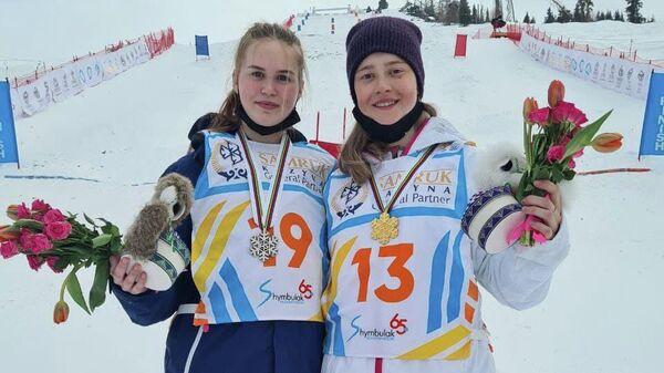 Россиянки Анастасия Смирнова и Виктория Лазаренко завоевали золотую и серебряную медали на чемпионате мира по фристайлу в дисциплине парный могул