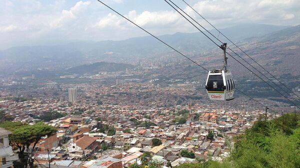 Фуникулер над городом Ла-Пас в Боливии
