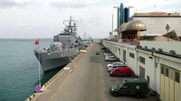 НАТО призвала Россию обеспечить свободу навигации в Черном море