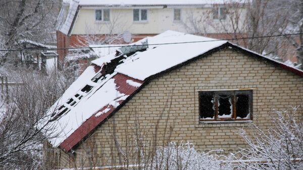 Дом в поселке Веселое Донецкой области, получивший повреждения во время боевых действий