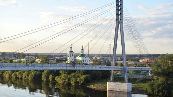 Пешеходный мост через реку Туру