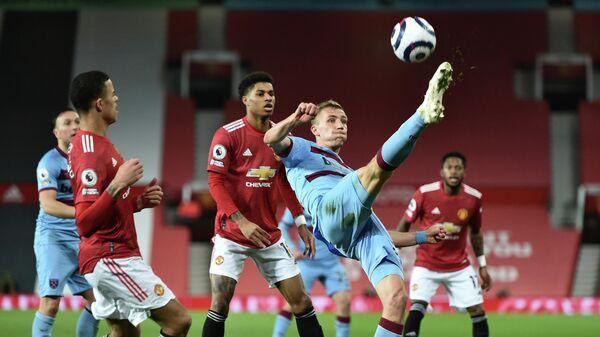 Полузащитник Вест Хэма Томаш Соучек в игре против Манчестер Юнайтед