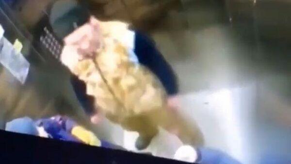 Мужчина избил 10-летнего мальчика в Перми. Кадры инцидента