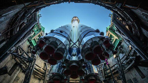 Ракета-носитель Союз-2.1а с разгонным блоком Фрегат во время установки на стартовый комплекс площадки №31 космодрома Байконур