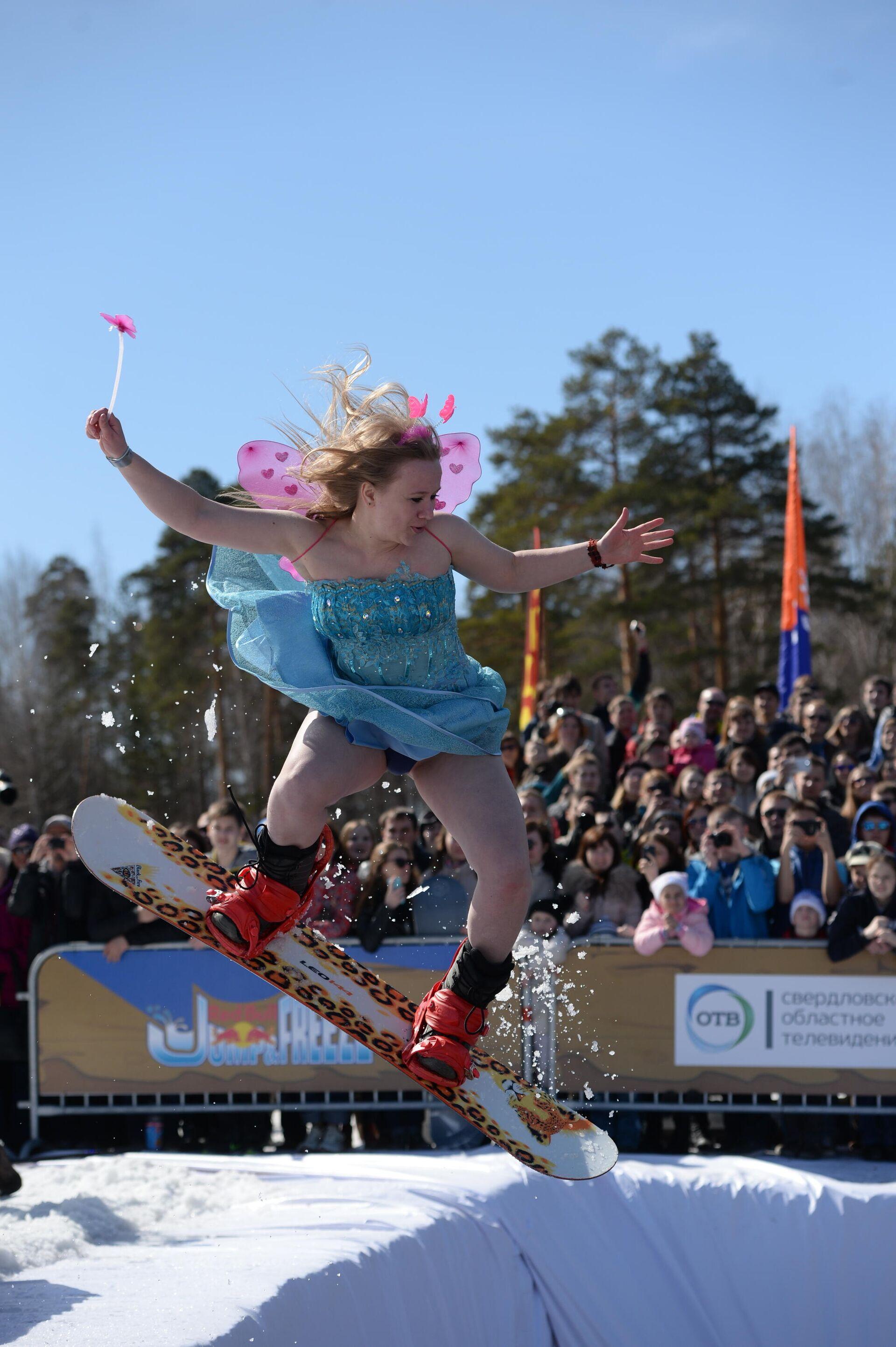 Участник экстрим-шоу Red Bull Jump & Freeze в Екатеринбурге во время соревнований - РИА Новости, 1920, 18.03.2021