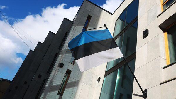 Флаг на здании посольства Эстонии в Москве