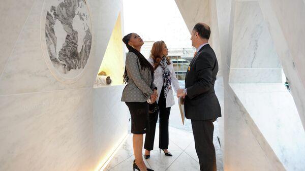 Постоянный мемориал памяти жертв рабства и трансатлантической работорговли Ковчег возвращения на площади ООН в Нью-Йорке
