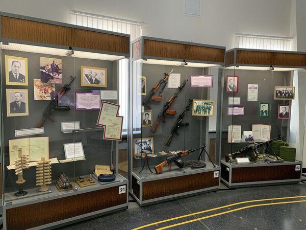 Экспозиция музейно-выставочного комплекса стрелкового оружия имени М. Т. Калашникова