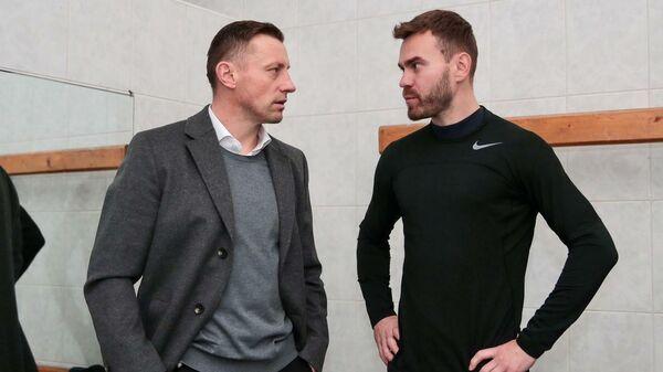 Главный тренер ЦСКА Ивица Олич (слева) и Игорь Акинфеев