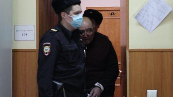 Глава группы фармацевтических компаний Биотэк Борис Шпигель в Басманном суде Москвы. Стоп-кадр видео