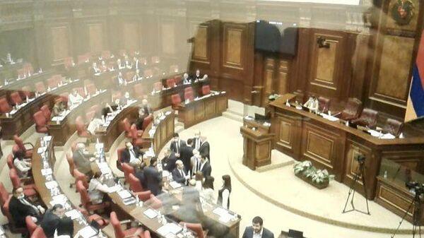 Кадры заседания парламента Армении