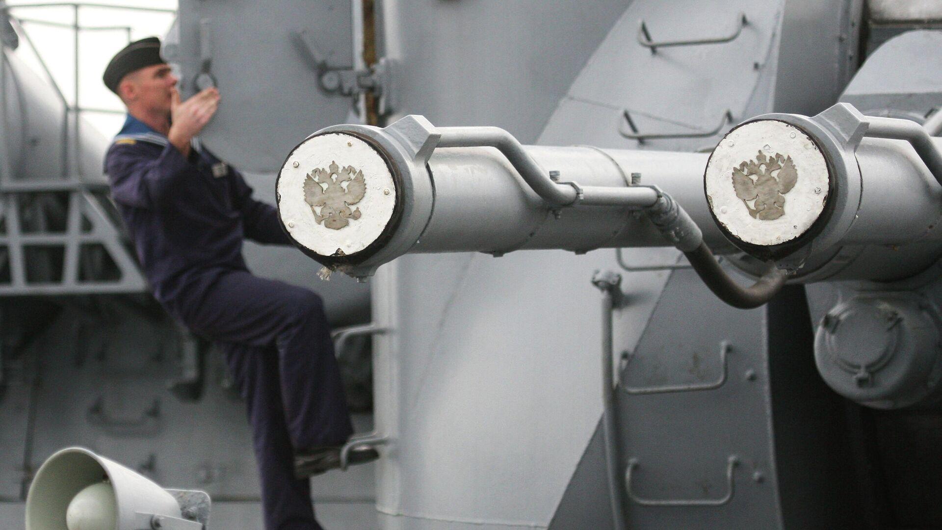 Корабельная артиллерийская установка главного калибра АК-130 ракетного крейсера Варяг - РИА Новости, 1920, 10.06.2021