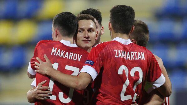 Игроки молодежной сборной России радуются забитому мячу в матче 1-го тура группового этапа чемпионата Европы по футболу 2021 среди молодежных команд между сборными России и Исландии.