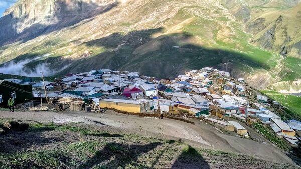Куруш находится недалеко от горы Ерыдаг