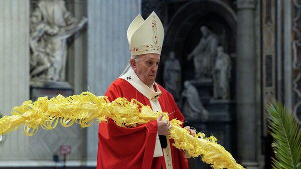 Папа Франциск во время мессы в Пальмовое воскресенье в базилике Святого Петра в Ватикане