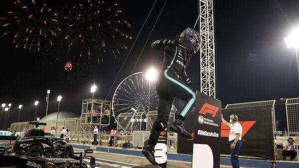 Пилот Мерседеса Льюис Хэмилтон после победы на Гран-при Бахрейна