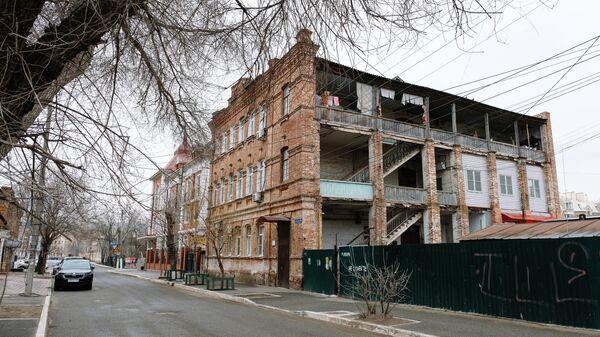 Один из многоквартирных аварийных домов в Астрахани