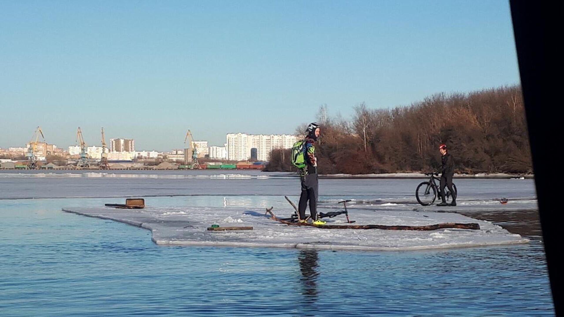 В Калининграде офицер флота спас тонувших в озере детей