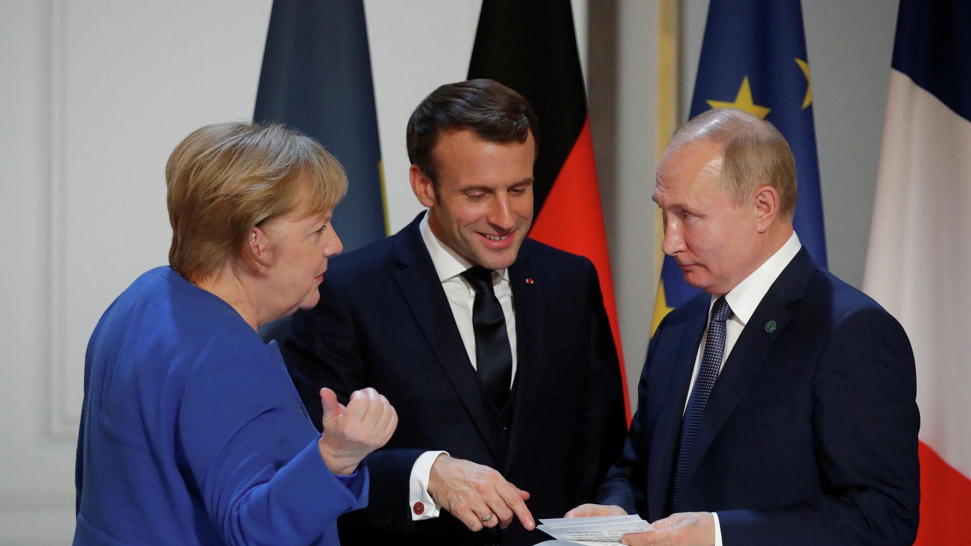 Канцлер Германии Ангела Меркель, президент Франции Эммануэль Макрон и Президент России Владимир Путин на пресс-конференции в Елисейском дворце в Париже. 9 декабря 2019 года  - РИА Новости, 1920, 23.06.2021