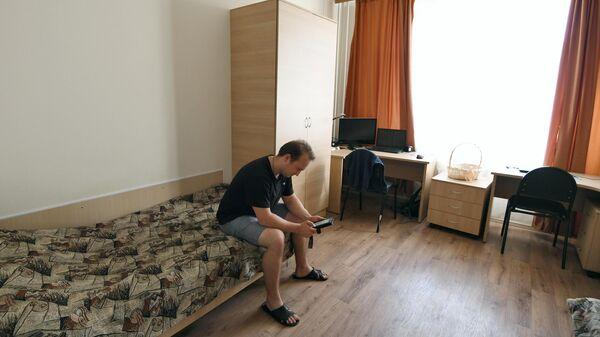 Студент в комнате кампуса