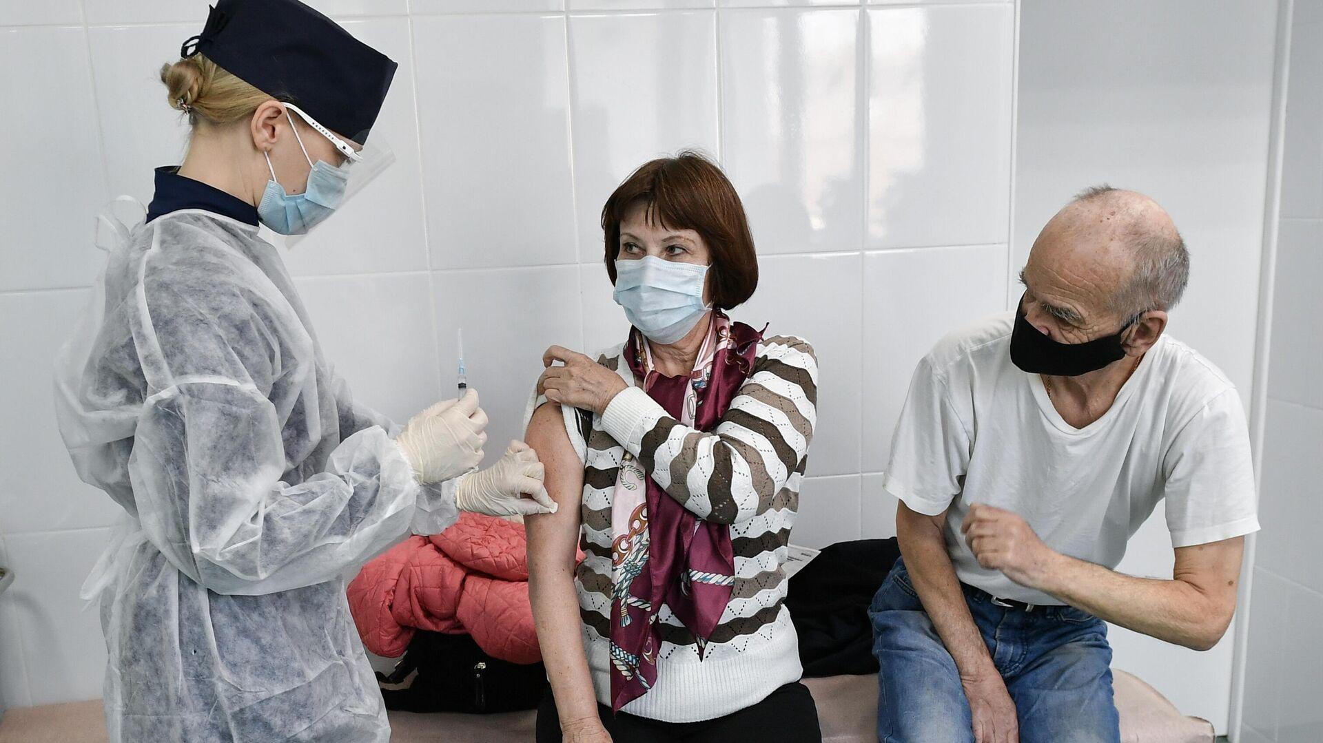 """Создатели вакцины """"Спутник V"""" получили госпремию по науке"""