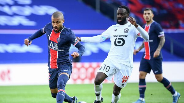 Paris Saint-Germain's Brazilian midfielder Rafinha (L) fights for the ball with Lille's French midfielder Jonathan Ikone during the French L1 football match between Paris-Saint Germain (PSG) and Lille (LOSC) at the Parc des Princes Stadium in Paris, on April 3, 2021. (Photo by FRANCK FIFE / AFP)