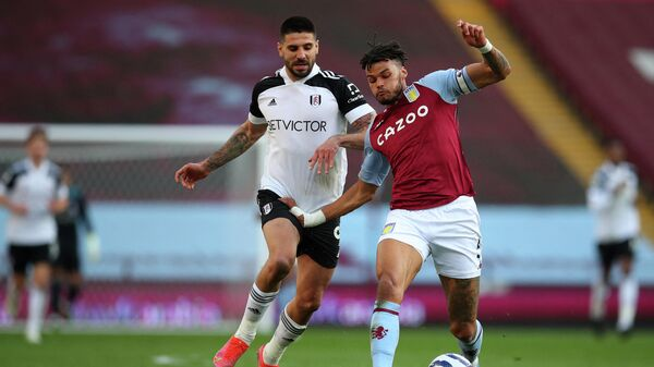 Aston Villa's English defender Tyrone Mings (R) vies for the ball against Fulham's Serbian striker Aleksandar Mitrovic (C) during the English Premier League football match between Aston Villa and Fulham at Villa Park in Birmingham, central England on April 4, 2021. (Photo by Catherine Ivill / POOL / AFP) / RESTRICTED TO EDITORIAL USE. No use with unauthorized audio, video, data, fixture lists, club/league logos or 'live' services. Online in-match use limited to 120 images. An additional 40 images may be used in extra time. No video emulation. Social media in-match use limited to 120 images. An additional 40 images may be used in extra time. No use in betting publications, games or single club/league/player publications. /
