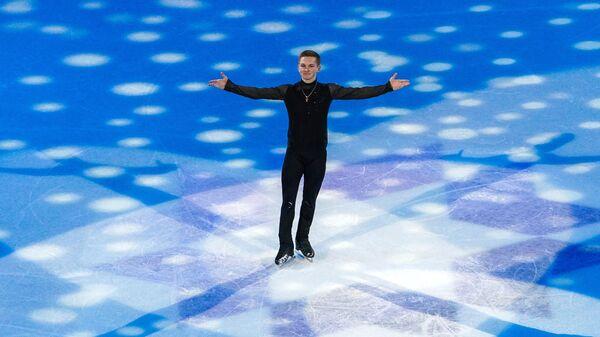 Михаил Коляда (Россия) во время показательных выступлений на чемпионате мира по фигурному катанию в Стокгольме.